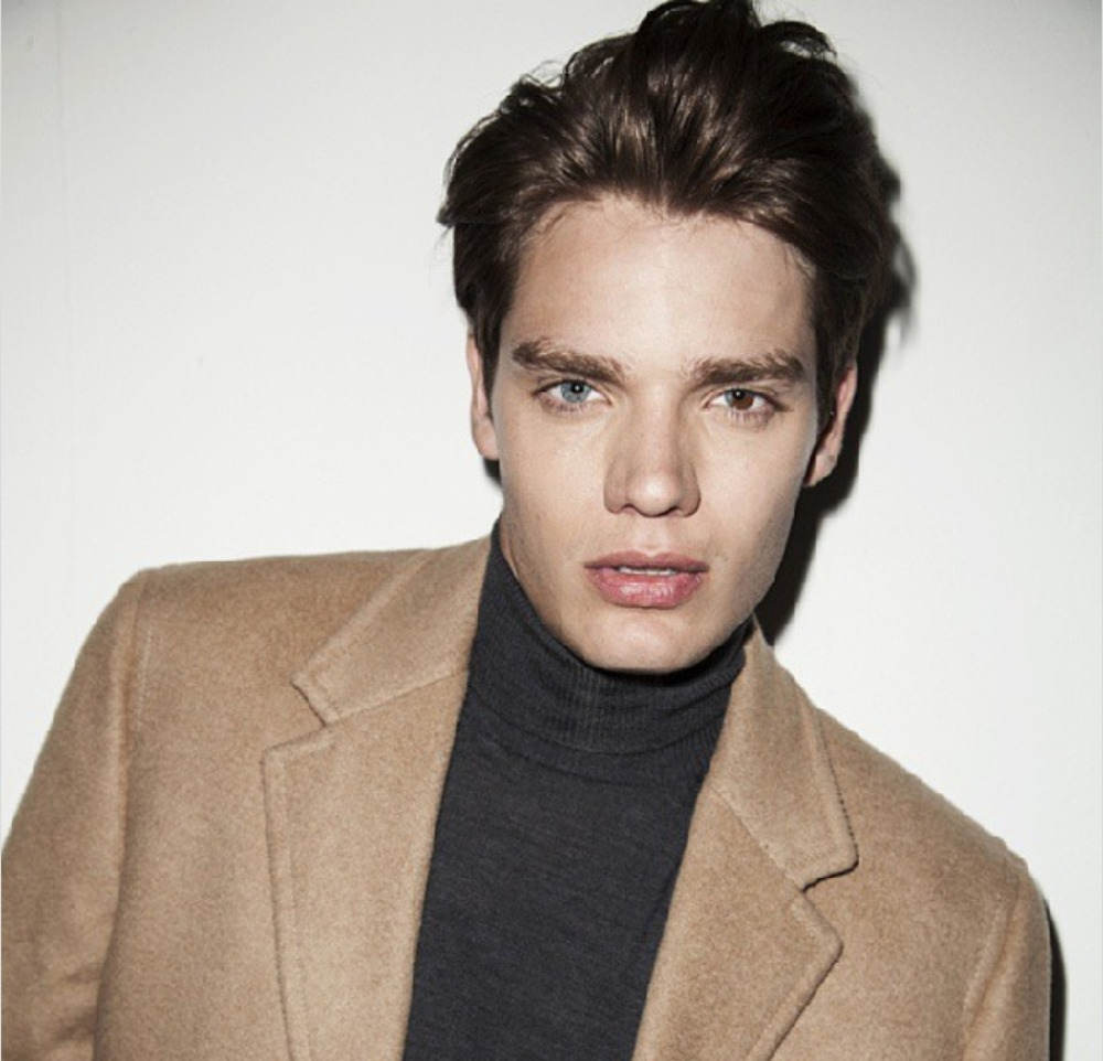 "Dominic Sherwood es el chico del video ""Style"""
