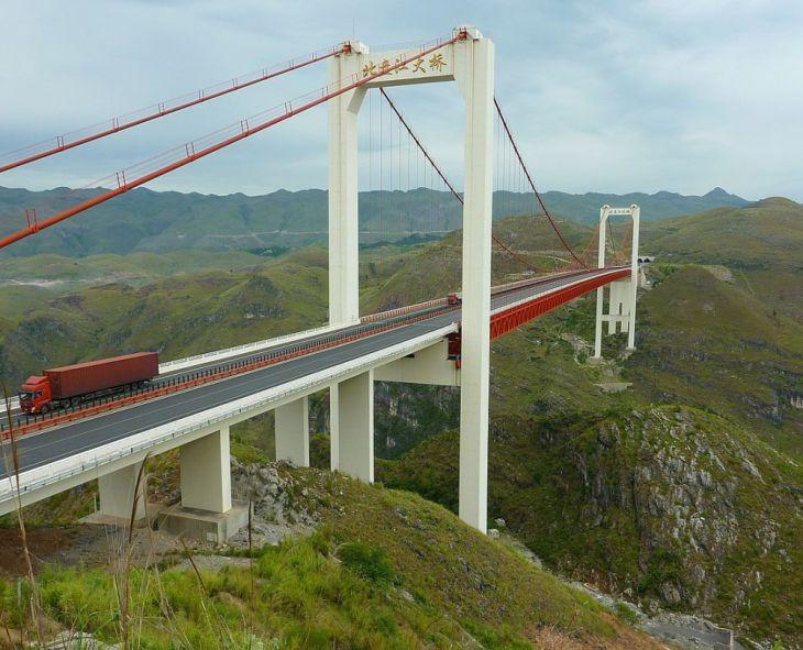 Puente de la Autopista Guanxing sobre el Río Beipan (China)