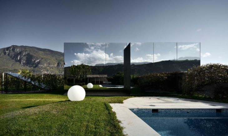 The Mirror House, Italia