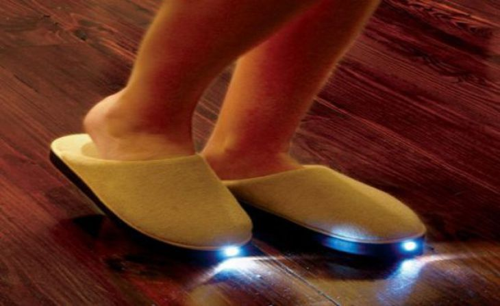 Slippers with headlights