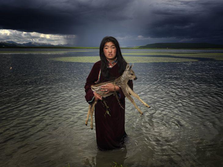 Fotógrafo Viaja a uma Tribo Mongol Remota e Captura Fotos Incríveis de sua Vida e Cultura