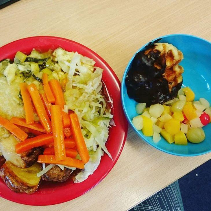 O que as crianças comem ao almoço na escola por todo o mundo